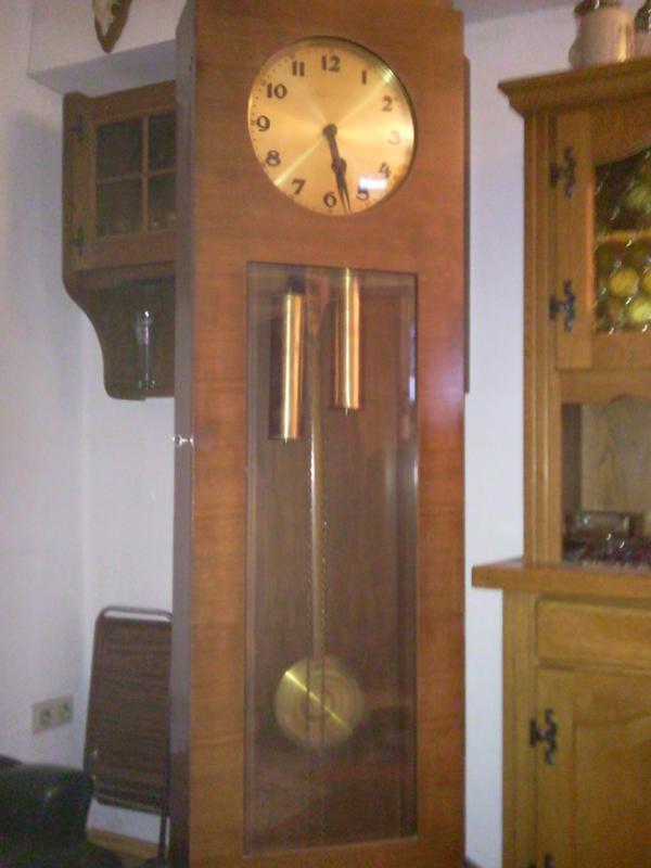 alte standuhr in neubiberg uhren kaufen und verkaufen ber private kleinanzeigen. Black Bedroom Furniture Sets. Home Design Ideas