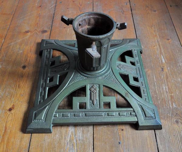 2 antike christbaumst nder aus gu eisen dachbodenfunde der gro e misst ca 30 cm und der. Black Bedroom Furniture Sets. Home Design Ideas