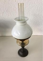 Antike Petroleumlampe/Öllampe