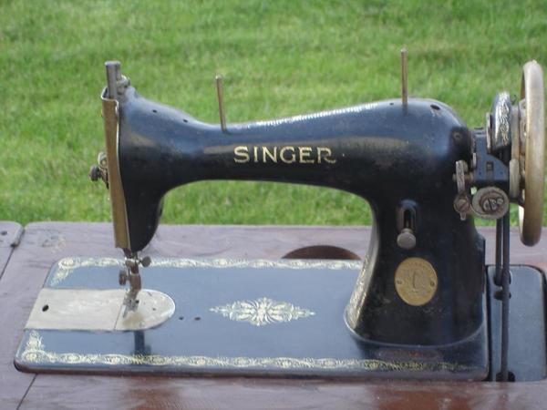 antike singer n hmaschine von 1950 in jesenwang flohm rkte flohmarktartikel kaufen und. Black Bedroom Furniture Sets. Home Design Ideas