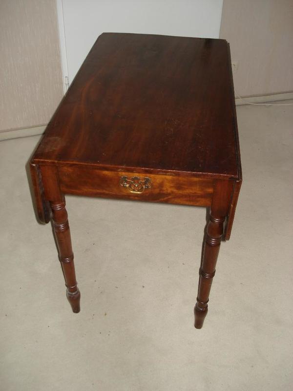mahagoni tisch kaufen gebraucht und g nstig. Black Bedroom Furniture Sets. Home Design Ideas