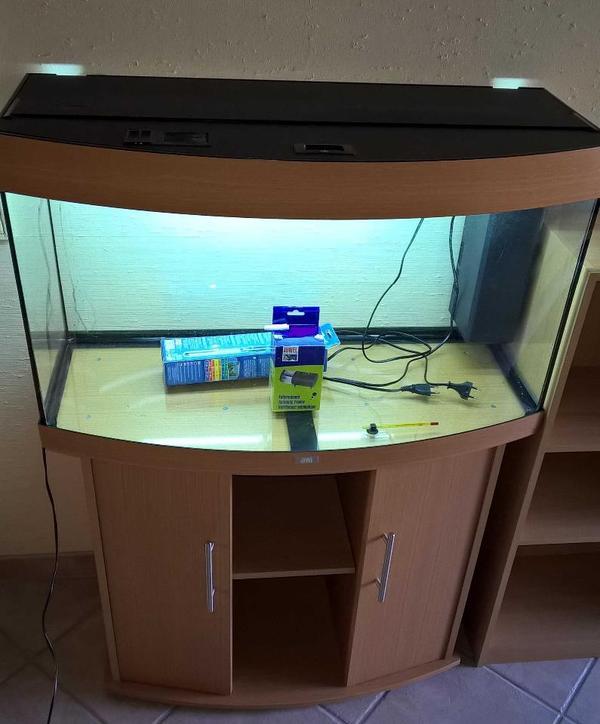 aquarium mit schrank fische aquaristik. Black Bedroom Furniture Sets. Home Design Ideas