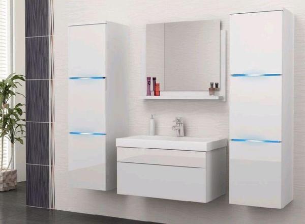 f r zus tzliche geb hr 60 euro nach absprache m glich fronten sind weiss hochglanz und. Black Bedroom Furniture Sets. Home Design Ideas