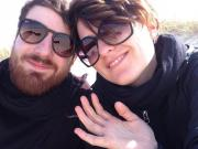Berufstätiges junges Paar (
