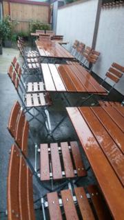 Biergartentische und -stühle