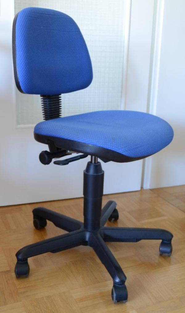 b rostuhl f r kinder und jugendliche in gutem zustand marke dauphin farbe blau. Black Bedroom Furniture Sets. Home Design Ideas