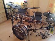 Custom E-Drumset Verkaufe ein kaum gebrauchtes wunderschönes custom e-Drum set. Die Kessel sind mit Makassar-Holz ... 3.200,- A-1230Wien Heute, 11:27 Uhr, Wien - Custom E-Drumset Verkaufe ein kaum gebrauchtes wunderschönes custom e-Drum set. Die Kessel sind mit Makassar-Holz
