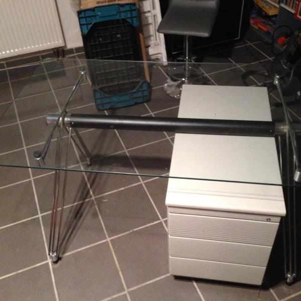 design chrom glas schreibtisch mit rollcontainer in rodgau. Black Bedroom Furniture Sets. Home Design Ideas