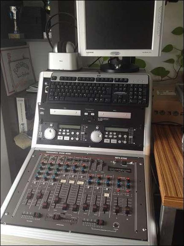 dj anlage komplett mit pc aktivboxen musikanlage in hamburg dj disco equipment kaufen und. Black Bedroom Furniture Sets. Home Design Ideas