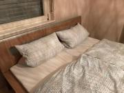 Doppelbett in Nussbaumoptik