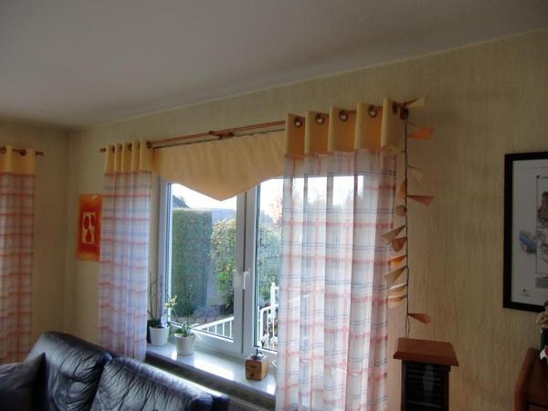 wundersch ne hochwertige fensterdekoration kompl mit massiven stangen aus kirschbaum holz. Black Bedroom Furniture Sets. Home Design Ideas