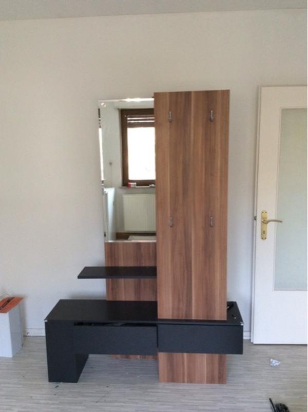wir m ssen uns leider wegen umzug von dieser tollen garderobe trennen sie hat einen bereich um. Black Bedroom Furniture Sets. Home Design Ideas