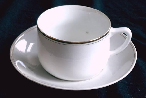 goldrand tasse mit untertasse in berlin geschirr und. Black Bedroom Furniture Sets. Home Design Ideas