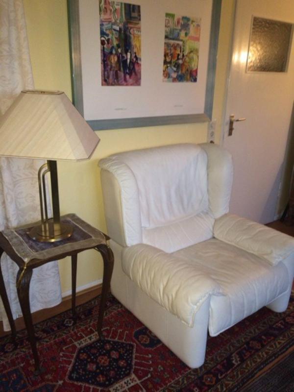 gut erhaltener wei er ledersessel kleinanzeigen aus heidelberg rubrik polster sessel couch. Black Bedroom Furniture Sets. Home Design Ideas