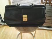 Hebammenkoffer aus schwarzem
