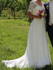 Hochzeitskleid mit Spitzenbolero
