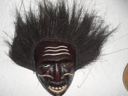 Holzmaske mit Kokoshaar -