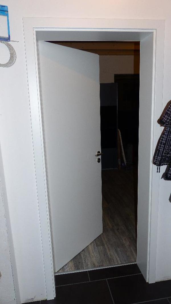 holzzimmert r mit zarge in oberneisen t ren zargen tore alarmanlagen kaufen und verkaufen. Black Bedroom Furniture Sets. Home Design Ideas