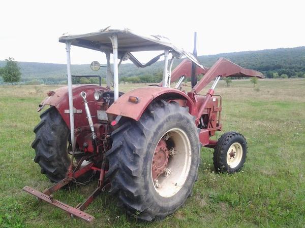 ihc 624 traktor mit frontlader und verdeck t v neu evtl. Black Bedroom Furniture Sets. Home Design Ideas