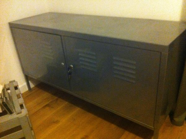 pin ikea ps schrank spind sideboard aus silbergrauem on pinterest. Black Bedroom Furniture Sets. Home Design Ideas