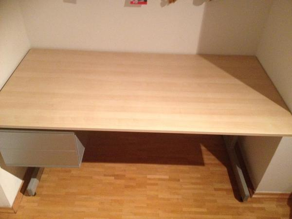 ikea schreibtisch 39 jerker 39 160x80 grau buche 2 schubladen sehr guter zustand in m nchen. Black Bedroom Furniture Sets. Home Design Ideas