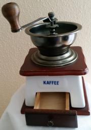 Kaffeemühle zur Deko.