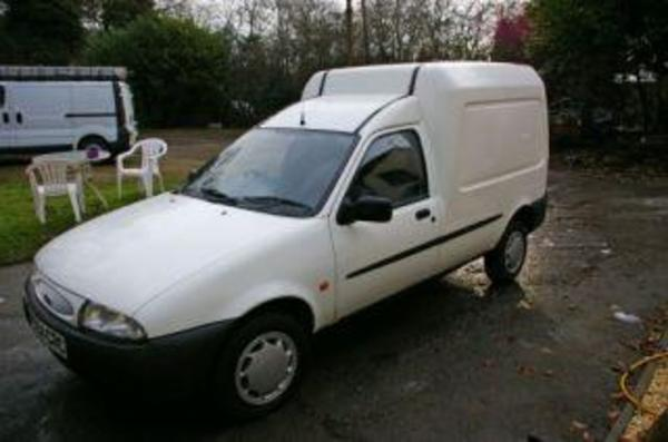 kastenwagen ford courier wei in pfinztal kleinbusse. Black Bedroom Furniture Sets. Home Design Ideas