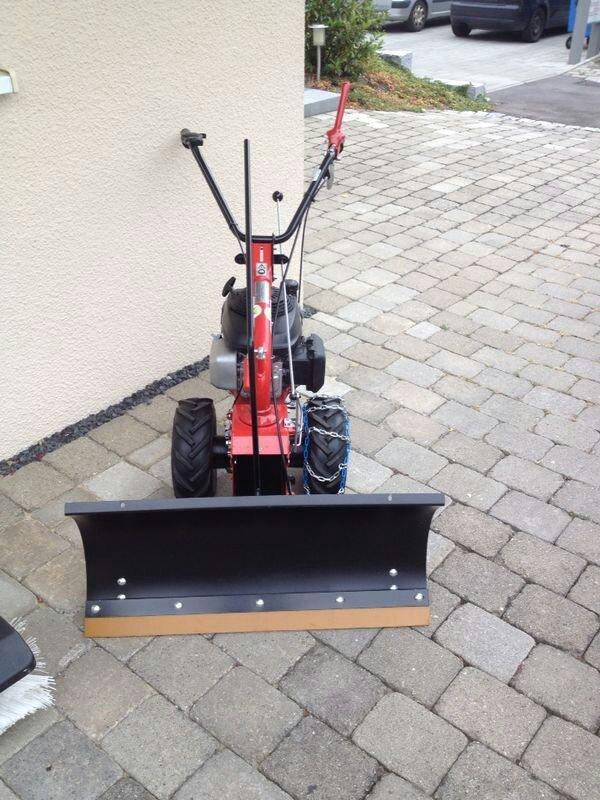 kehrmaschine mit schneeschild in reutlingen ger te. Black Bedroom Furniture Sets. Home Design Ideas