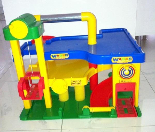 kinder auto garage von wader f r spielautos spielzeug in m nchen sonstiges kinderspielzeug. Black Bedroom Furniture Sets. Home Design Ideas