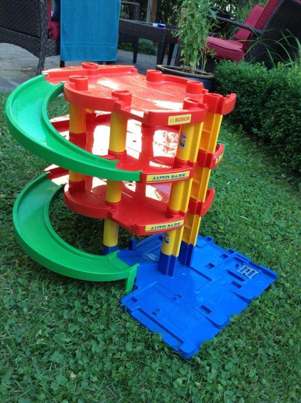 Kinderspiel parkhaus spielparkhaus mit fahrbahn in