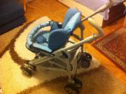 Kinderwagen und Kinderesstisch