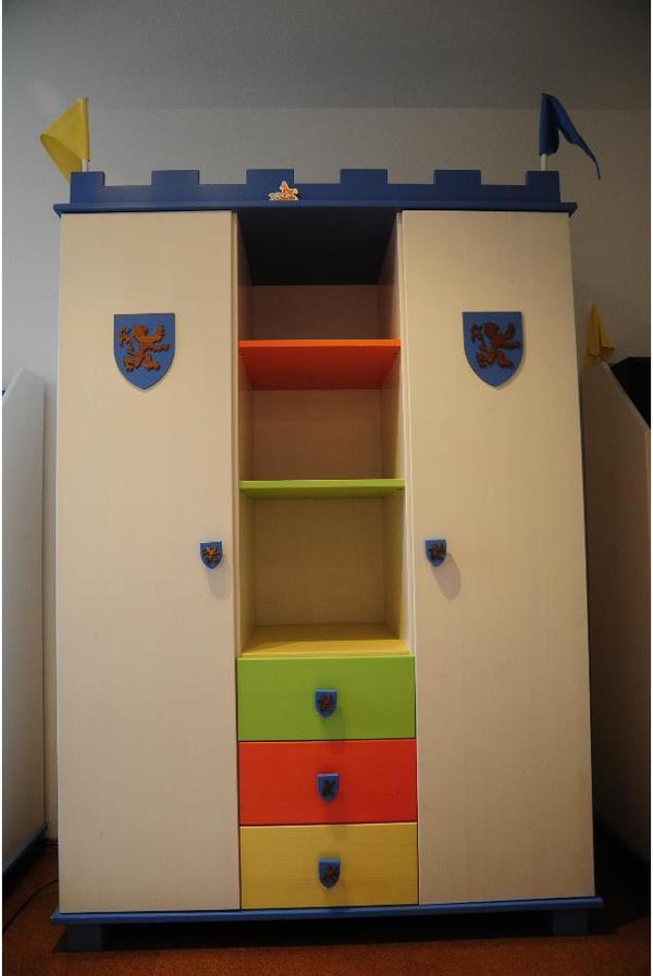 Kinderzimmer ritter komplett von pinolino in neubiberg for Kinder jugendzimmer komplett