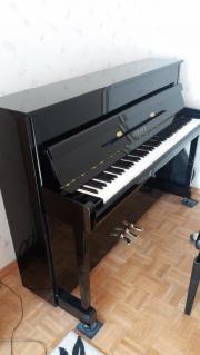Klavier Yamaha B2