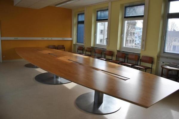 konferenztisch b rotisch tisch riesige 7 20 meter besprechungstisch wir bieten einen rie igen. Black Bedroom Furniture Sets. Home Design Ideas