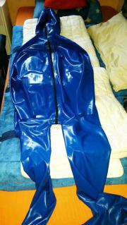 Latexanzug in blau