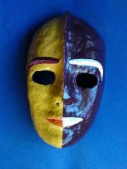 Maske aus Papiermache -
