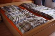 massives Doppelbett