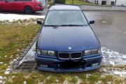 Metallicblauer BMW 325i
