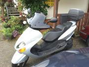 Motorroller Yamaha Silber