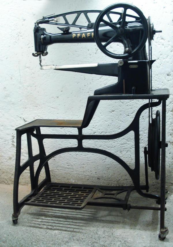 pfaff industrie kaufen gebraucht und g nstig. Black Bedroom Furniture Sets. Home Design Ideas