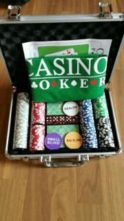 Pokerkoffer mit Spielfeld