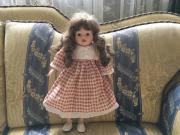 Puppe in Karo-