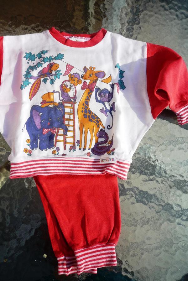 schlafanzug gr 80 rot wei in durmersheim babykleidung schuhe kaufen und verkaufen ber. Black Bedroom Furniture Sets. Home Design Ideas