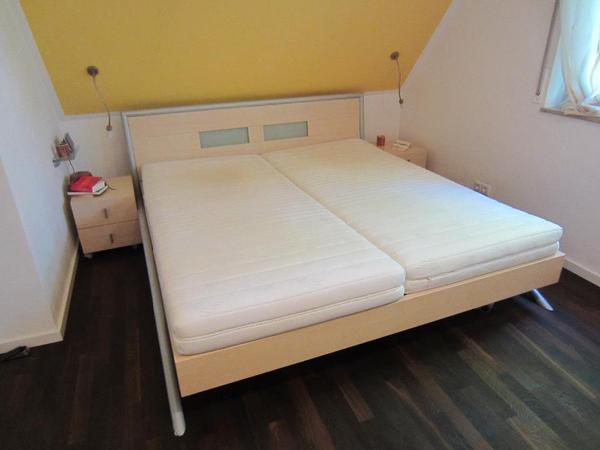 schlafzimmer komplett mit schrank doppelbett und 2. Black Bedroom Furniture Sets. Home Design Ideas