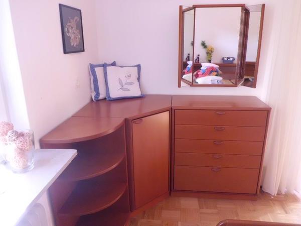 wohnzimmer farbe aubergine. Black Bedroom Furniture Sets. Home Design Ideas