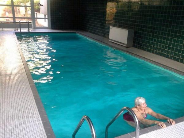 vermietung zimmer m bliert unm bliert sch ne1zi wohnung mit schwimmbad und sauna in hannover. Black Bedroom Furniture Sets. Home Design Ideas