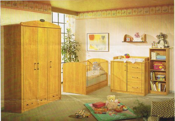 sch nes babyzimmer kinderzimmer kleiderschrank wickelkomode buche 5 teilig in sinsheim kinder. Black Bedroom Furniture Sets. Home Design Ideas