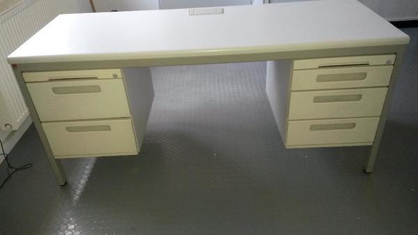 schreibtisch f r b ro in durmersheim b rom bel kaufen und verkaufen ber private kleinanzeigen. Black Bedroom Furniture Sets. Home Design Ideas