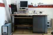 Schreibtisch mit PC-