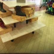 Schuhpräsenter / Stufentisch / Ladeneinrichtung